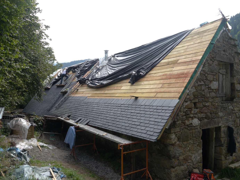 Le toit est termin on vous raconte cette nouvelle tape for Comment nettoyer un toit en ardoise