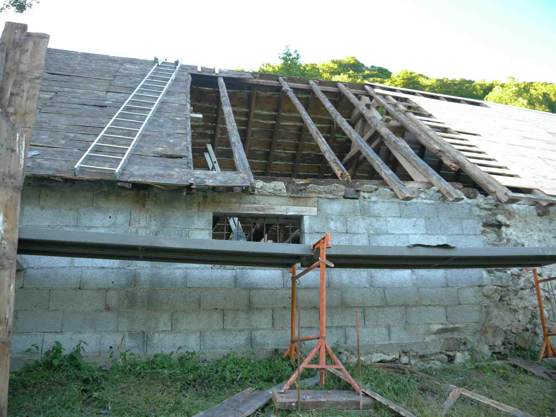 le toit est termin on vous raconte cette nouvelle tape la r novation d un toit en. Black Bedroom Furniture Sets. Home Design Ideas
